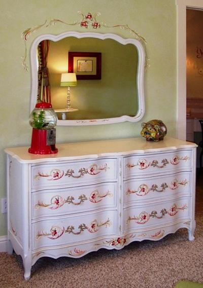 French Surpentine Dresser